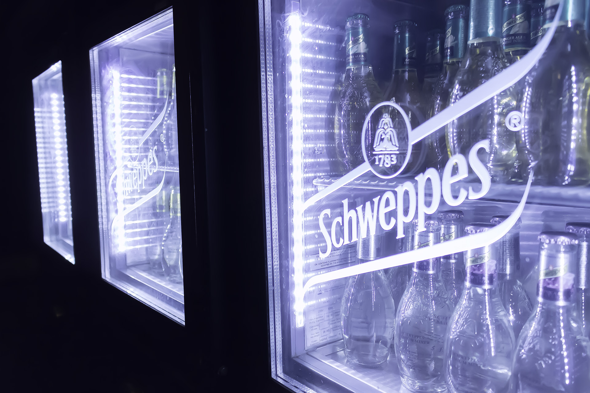Back bar Schweppes
